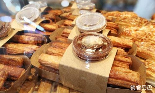 西点烘焙店营销案例,如何通过低价产品吸引客户,并且让顾客产生重复购买