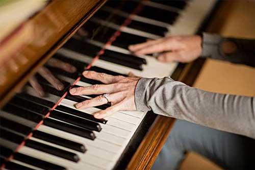 钢琴免费送案例,钢琴销售公司通过免费模式,1个月垄断整个钢琴培训行业