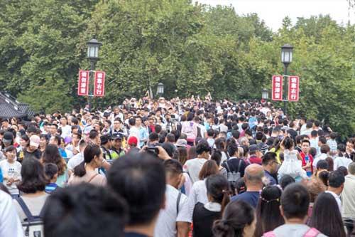 杭州景区的免费模式,游客增加了10倍,也带来了这些经济效应
